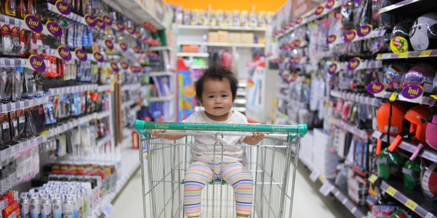 4 Tips to Make Shopping with Your Child a Breeze